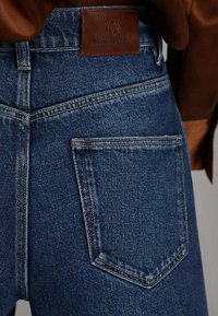 Massimo Dutti - JEANS MIT WEITEM BEIN UND HOHEM BUND 05043731 - Jeansy Relaxed Fit - blue - 6