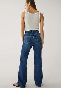 Massimo Dutti - MIT WEITEM BEIN UND HOHEM BUND - Relaxed fit jeans - blue - 9