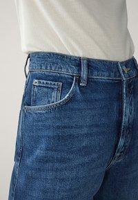 Massimo Dutti - MIT WEITEM BEIN UND HOHEM BUND - Relaxed fit jeans - blue - 10