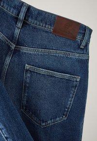 Massimo Dutti - MIT WEITEM BEIN UND HOHEM BUND - Relaxed fit jeans - blue - 16