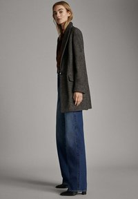 Massimo Dutti - MIT WEITEM BEIN UND HOHEM BUND - Relaxed fit jeans - blue - 3