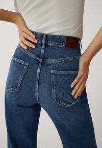Massimo Dutti - MIT WEITEM BEIN UND HOHEM BUND - Relaxed fit jeans - blue - 11