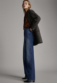 Massimo Dutti - MIT WEITEM BEIN UND HOHEM BUND - Relaxed fit jeans - blue - 1