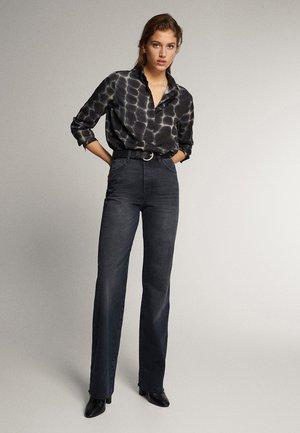 SCHWARZE JEANS MIT WEITEM BEIN 05043716 - Flared Jeans - black