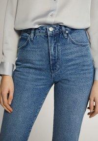 Massimo Dutti - MIT HOHEM BUND - Straight leg jeans - blue - 12