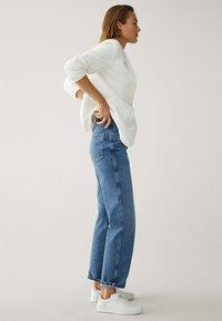Massimo Dutti - MIT HOHEM BUND - Straight leg jeans - blue - 4