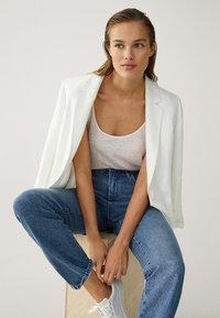 Massimo Dutti - MIT HOHEM BUND - Straight leg jeans - blue - 5