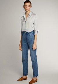 Massimo Dutti - MIT HOHEM BUND - Straight leg jeans - blue - 9