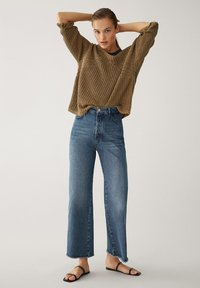 Massimo Dutti - MIT HOHEM BUND UND AUSGEFRANSTEM SAUM  - Flared Jeans - blue - 17