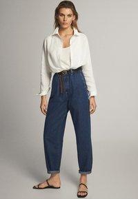 Massimo Dutti - MIT HOHEM BUND 05053724 - Straight leg jeans - blue - 1