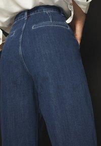 Massimo Dutti - MIT HOHEM BUND 05053724 - Straight leg jeans - blue - 5