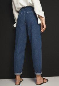 Massimo Dutti - MIT HOHEM BUND 05053724 - Straight leg jeans - blue - 2