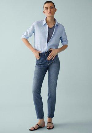 MIT HOHEM BUND  - Slim fit jeans - blue