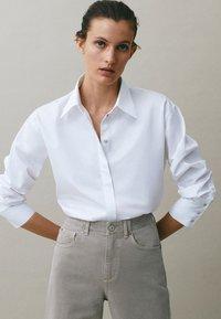 Massimo Dutti - MIT WEITEM BEIN - Straight leg jeans - grey - 6