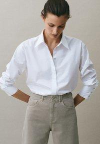 Massimo Dutti - MIT WEITEM BEIN - Straight leg jeans - grey - 5