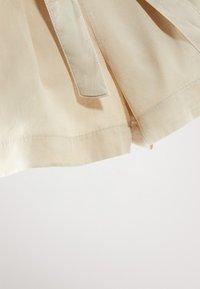 Massimo Dutti - MIT GÜRTEL  - Denim shorts - beige - 4