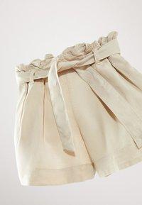 Massimo Dutti - MIT GÜRTEL  - Denim shorts - beige - 3