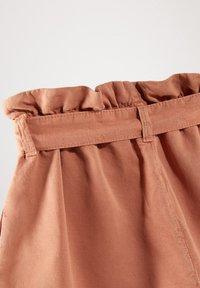 Massimo Dutti - MIT GÜRTEL  - Denim shorts - neon pink - 5
