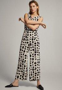 Massimo Dutti - MIT PRINT IN SCHWARZ UND WEISS - Tuta jumpsuit - white - 0