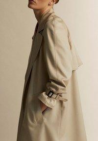 Massimo Dutti - Trenchcoat - brown - 6