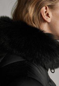 Massimo Dutti - Gewatteerde jas - black - 4