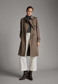 Massimo Dutti - Trenchcoat - brown - 0
