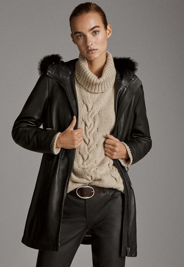 Massimo Dutti - MIT GESTEPPTEM INLET UND KAPUZE - Leather jacket - black