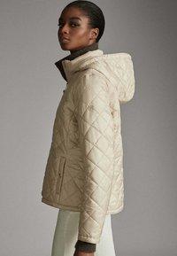 Massimo Dutti - MIT ABNEHMBARER KAPUZE - Winter jacket - beige - 4