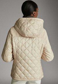 Massimo Dutti - MIT ABNEHMBARER KAPUZE - Winter jacket - beige - 2