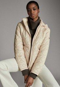 Massimo Dutti - MIT ABNEHMBARER KAPUZE - Winter jacket - beige - 3