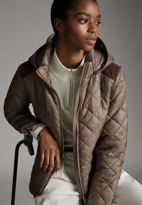 Massimo Dutti - MIT ABNEHMBARER KAPUZE - Winter jacket - brown - 0
