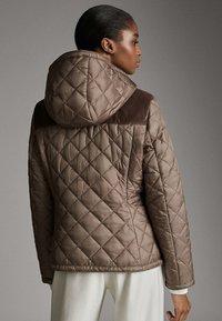 Massimo Dutti - MIT ABNEHMBARER KAPUZE - Winter jacket - brown - 2