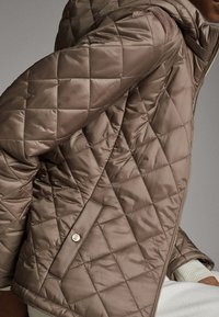 Massimo Dutti - MIT ABNEHMBARER KAPUZE - Winter jacket - brown - 5