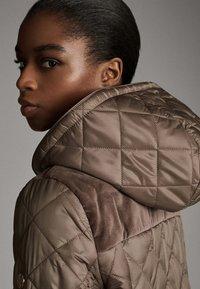 Massimo Dutti - MIT ABNEHMBARER KAPUZE - Winter jacket - brown - 4