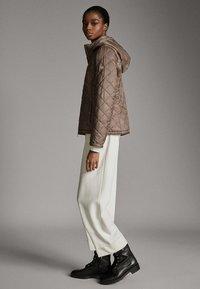Massimo Dutti - MIT ABNEHMBARER KAPUZE - Winter jacket - brown - 3
