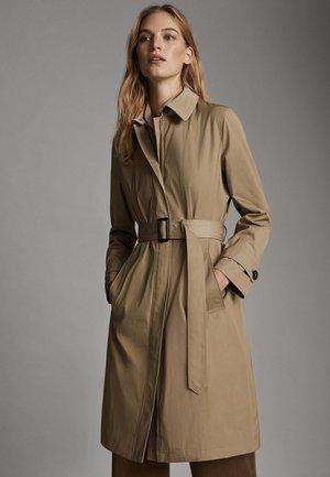 06707607 - Trenchcoats - beige