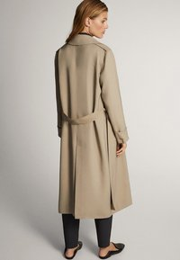 Massimo Dutti - WITH BELT - Trenchcoat - ochre - 2
