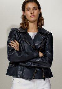 Massimo Dutti - SCHWARZE BIKERJACKE AUS LEDER 04752752 - Leren jas - black - 0
