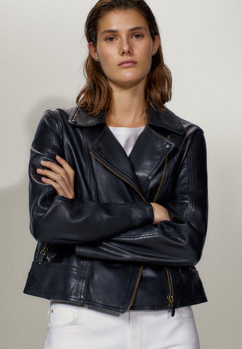 Massimo Dutti - SCHWARZE BIKERJACKE AUS LEDER 04752752 - Leren jas - black