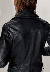 Massimo Dutti - SCHWARZE BIKERJACKE AUS LEDER 04752752 - Leren jas - black - 7