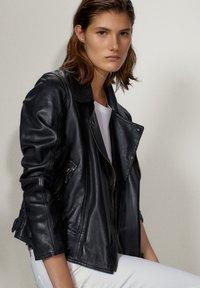 Massimo Dutti - SCHWARZE BIKERJACKE AUS LEDER 04752752 - Leren jas - black - 5