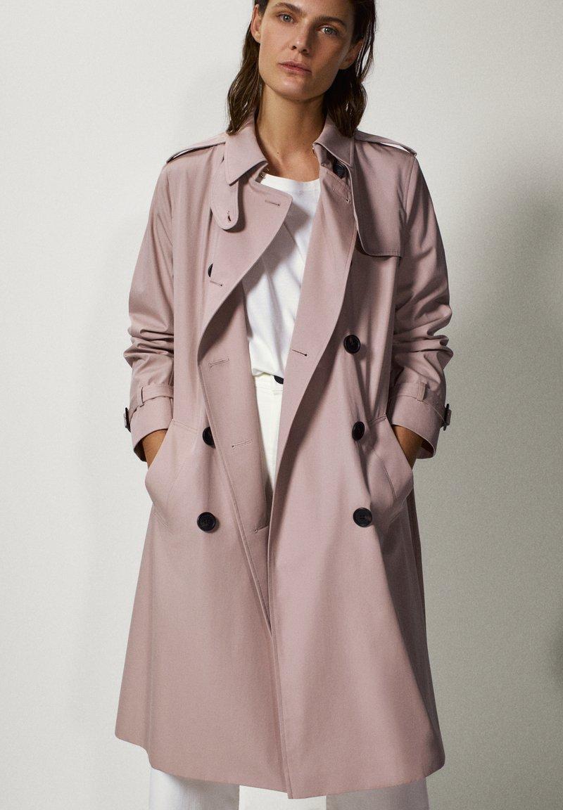 Massimo Dutti - Trenchcoat - neon pink