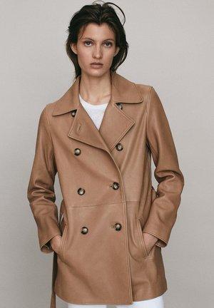 MIT GÜRTEL - Leather jacket - brown