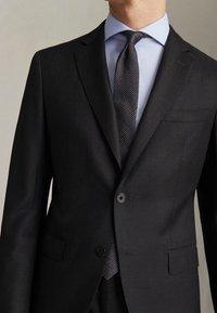 """Massimo Dutti - HALF-CANVAS DONEGAL-BLAZER AUS WOLLE """"SUPER 130"""" IM SLIM-FIT 020 - Suit jacket - dark grey - 4"""