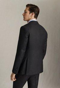 """Massimo Dutti - HALF-CANVAS DONEGAL-BLAZER AUS WOLLE """"SUPER 130"""" IM SLIM-FIT 020 - Suit jacket - dark grey - 2"""