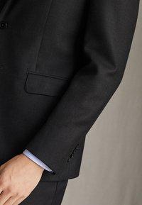 """Massimo Dutti - HALF-CANVAS DONEGAL-BLAZER AUS WOLLE """"SUPER 130"""" IM SLIM-FIT 020 - Suit jacket - dark grey - 6"""