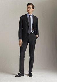 """Massimo Dutti - HALF-CANVAS DONEGAL-BLAZER AUS WOLLE """"SUPER 130"""" IM SLIM-FIT 020 - Suit jacket - dark grey - 1"""