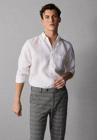 Massimo Dutti - IM REGULAR-FIT - Shirt - white - 0
