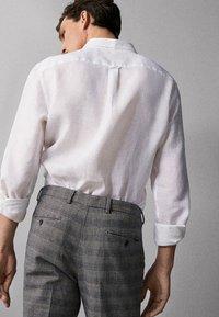 Massimo Dutti - IM REGULAR-FIT - Shirt - white - 1