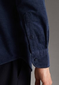Massimo Dutti - MIT TASCHEN - Shirt - blue - 6